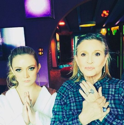 Image of Billie Lourd and Carrie Fisher with their hands clasped